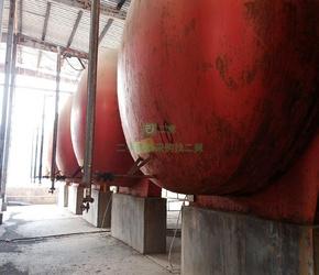 一批化工储罐,冷凝器,回流罐,塑料吨桶处理
